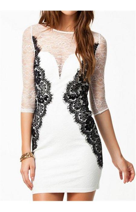 Aptempta suknelė su perregimomis rankovėmis