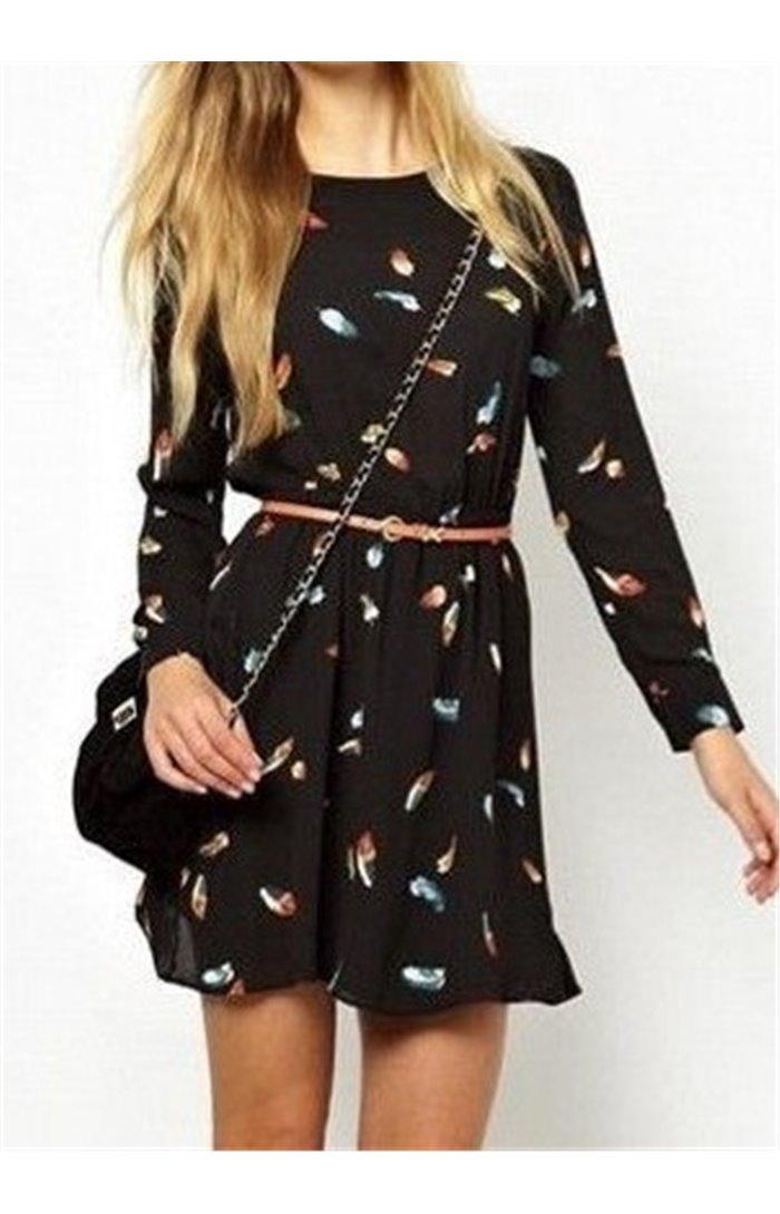 Suknelė su plunksnomis ir tampriu juosmeniu