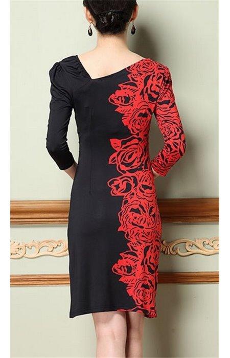 Elegantiška gėlių raštais puošta suknelė