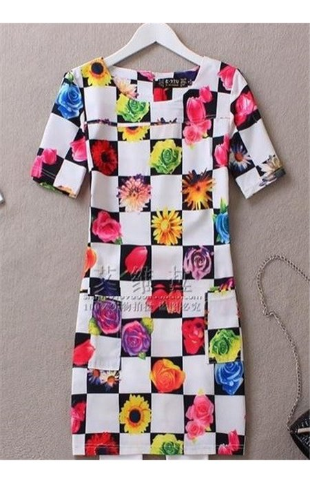 Languota suknelė su  kišenėmis