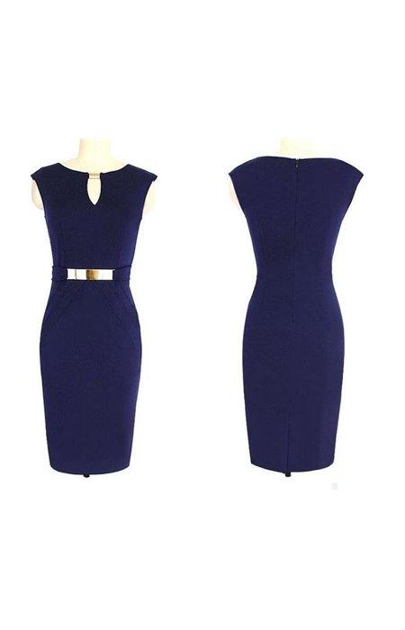 Suknelė su metalinio dirželio imitacija