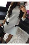 Suknelė puošta kaspinėliais