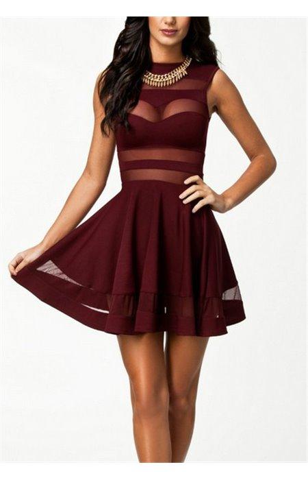 Suknelė su perregimu detalėmis