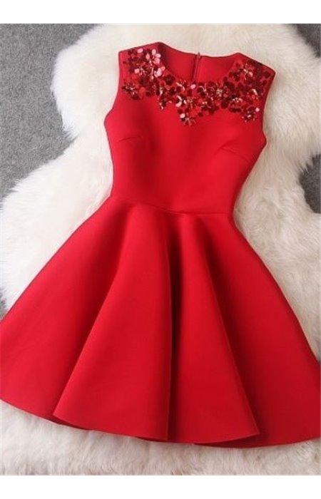 Suknelė puošta žvyneliais