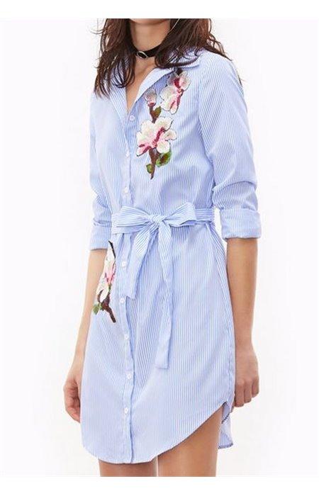 Marškinių Tipo Suknelė su Gėlėmis