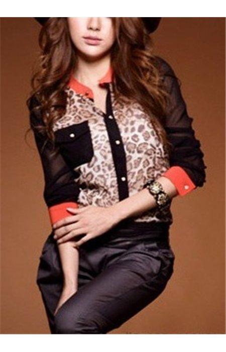 Leopardinio rašto marškiniai su kišenėle